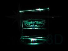 Personalización prisma 100x100x30, sobre base iluminada. #HonkyTonkMusicBar