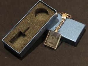 Modelo09 Llavero 30x24x10mm personalizado. Diseño grabable en cualquiera de nuestras piezas de catalogo. Model09 Keyring 30x24x10mm personalized. Design engraved in any of our pieces of catalogue.