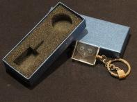 Modelo01 Llavero 30x24x10mm personalizado. Diseño grabable en cualquiera de nuestras piezas de catalogo. Model01 Keyring 30x24x10mm personalized. Design engraved in any of our pieces of catalogue.