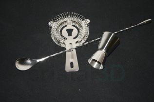 Set de 3 piezas para elaboración de #gintonic de #Arcoroc Con vaso medidor para la ginebra, escurridor y cuchara larga para echar la tónica y agitar. Se puede personalizar.